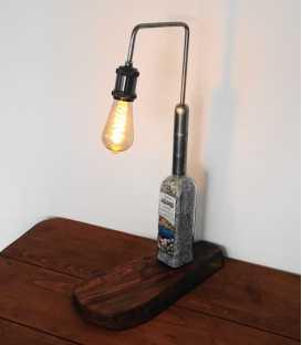 Διακοσμητικό φωτιστικό επιτραπέζιο από μπουκάλι ούζου με ξύλινη βάση 290
